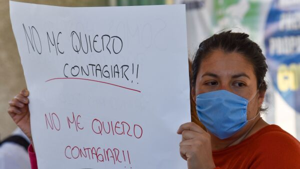 """Personal médico del Centro Médico """"Lic. Adolfo López Mateos"""" denunciaron el incremento de contagios por COVID-19 al no contar con el equipo de seguridad necesario para poder seguir atendiendo a los pacientes de Coronavirus."""
