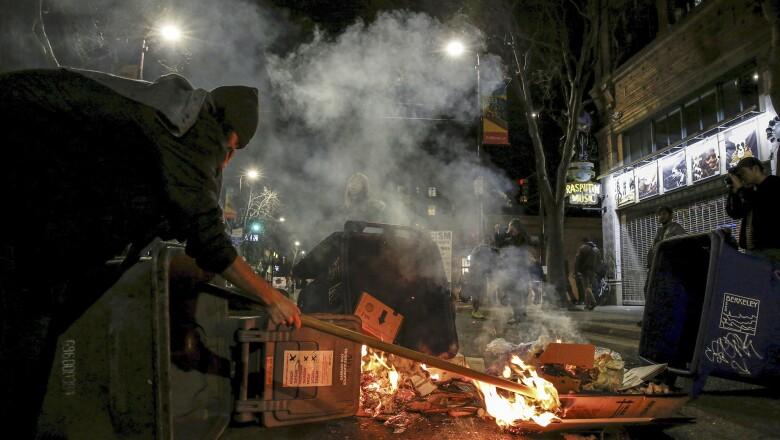 Manifestante prende fuego