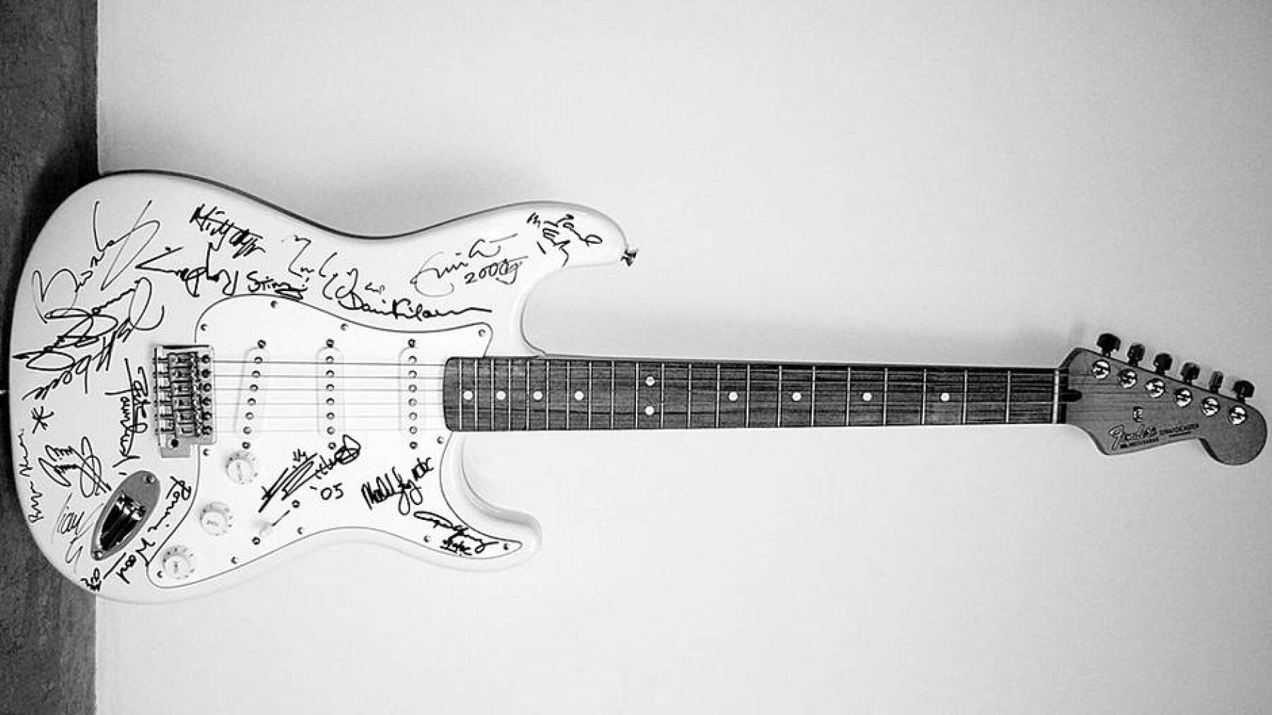 Reach Out to Asia Fender Stratocaster - 2,7 millones de dólares