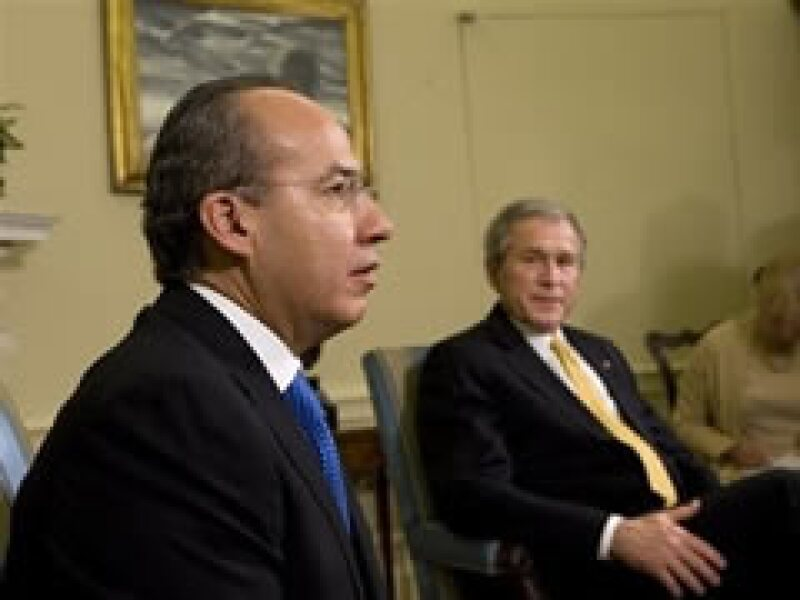 El presidente mexicano se reunió con el mandatario estadounidense, George W. Bush en Washington. (Foto: AP)
