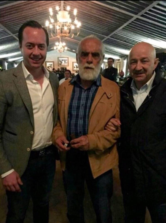 Esta fue una de las fotos difundidas del evento en la que aparecen Diego Fernández de Cevallos con Carlos Salinas de Gortari.