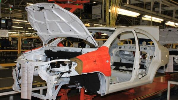 �rea de carrocer�a. Las partes se soldan. Un auto puede tener hasta 3 mil puntos de soldadura