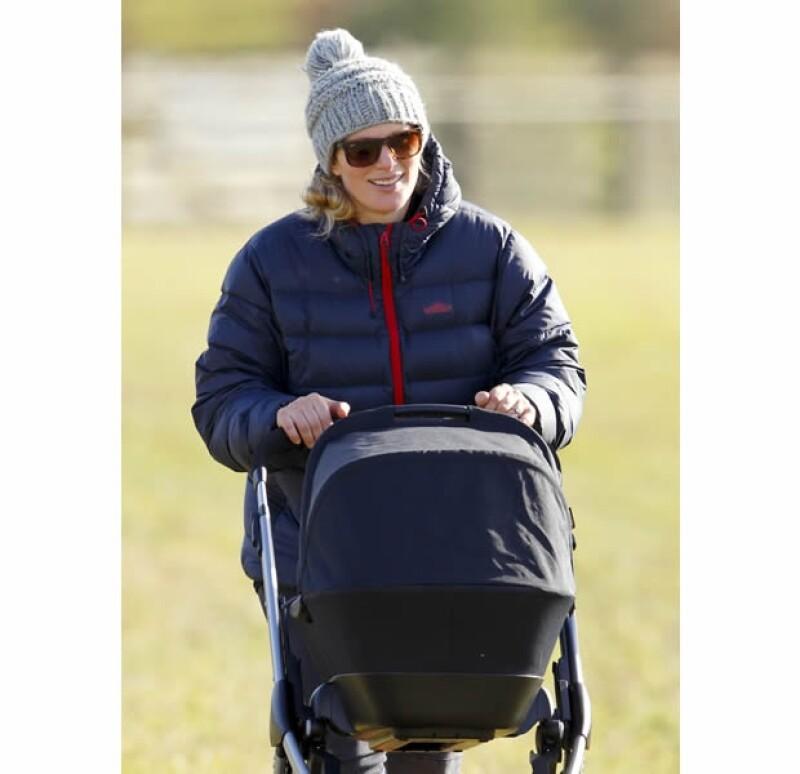 Zara fue captada paseando con su bebé en Marlborough.