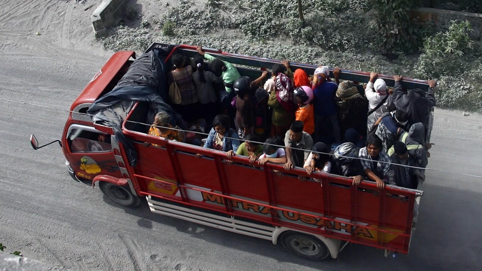 habitantes de indonesia son evacuados