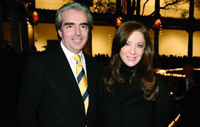 Ella tiene una hija con el político Santiago Creel; él es economista y viudo desde el año pasado, también tiene una hija. Comenzaron su relación a finales de 2009.