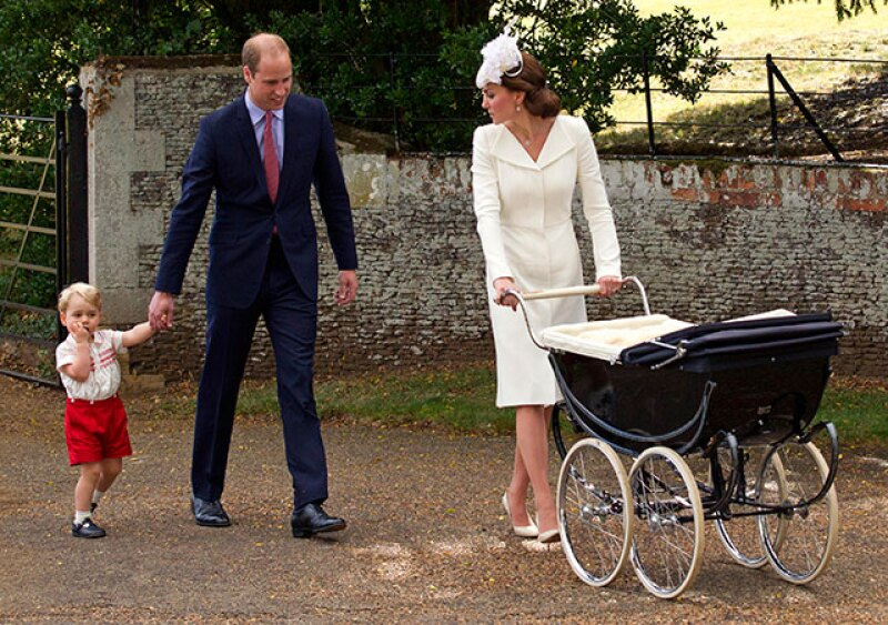 El príncipe George también acompañó a su hermana.