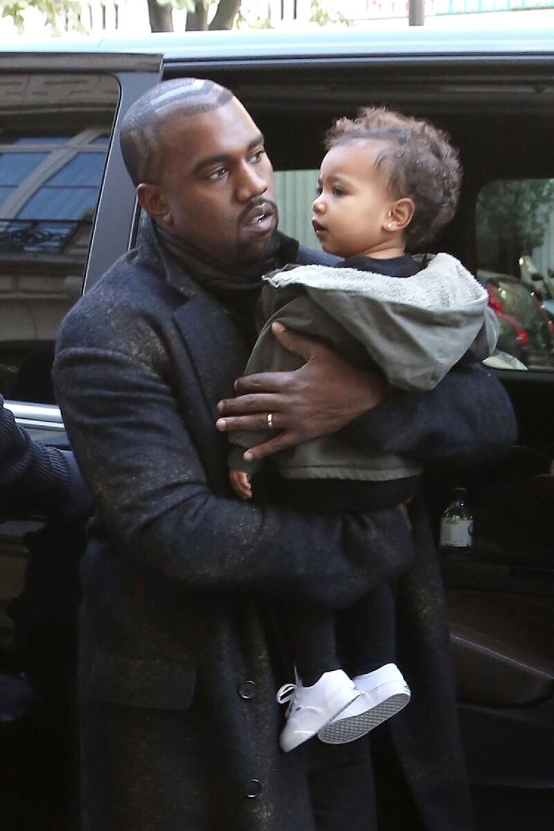 Kanye West siempre busca la forma de tener muy consentida a su primogénita.