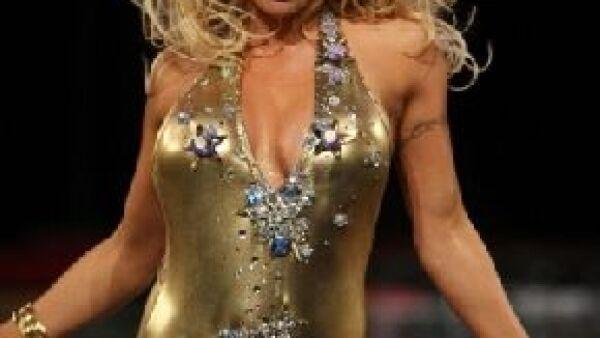 La ex conejita de Playboy desfiló en el Fashion Week en Nueva York moviendose de manera sugerente y provocativa.