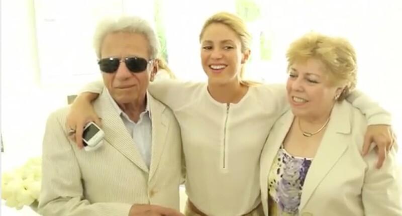La cantante colombiana festejó el cumpleaños 81 de su progenitor con estas imágenes en donde también aparece su mamá, Nidia del Carmen Ripoll.