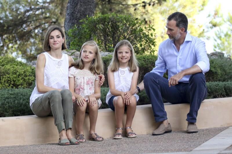 Las abarcas son usadas por Felipe en cuanto tiene oportunidad, siendo su esposa, Letizia, quien las utilice en contadas ocasiones, pero siempre con mucho estilo.