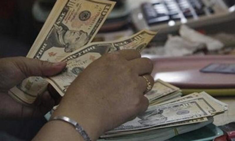 Este jueves, el tipo de cambio podría cotizar entre 13.32 y 13.43 pesos por dólar, según Banco Base.  (Foto: Getty Images)