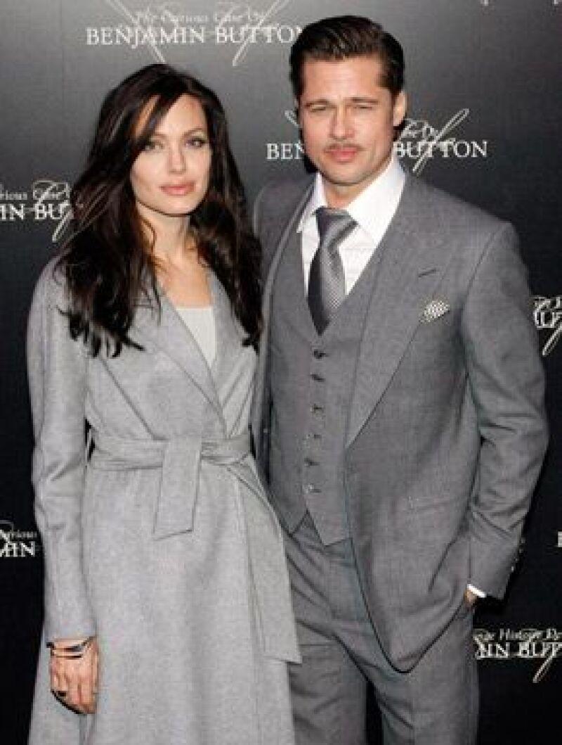 """Con un look similar, las estrellas de Hollywood visitaron la capital francesa para la presentación de la película """"El curioso caso de Benjamín Button""""."""