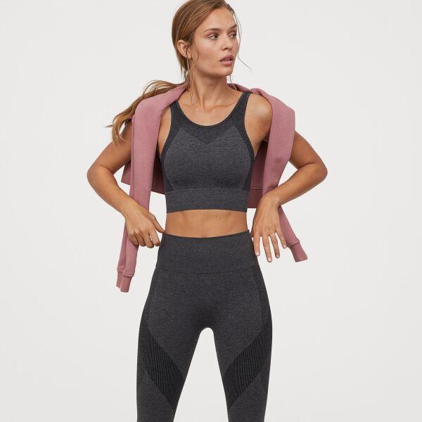 Una clase de funcional online con este conjunto básico en color gris, ¡piénsalo! hm.com / Top: $299, leggins: $499