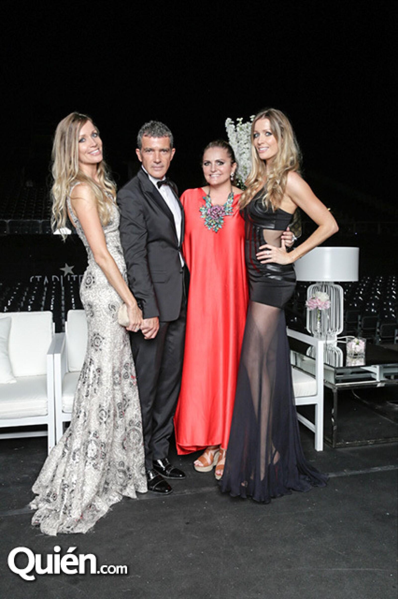 Nicole Kimple, Antonio Banderas, Bárbara Kimpel y Sandra García-Sanjuán