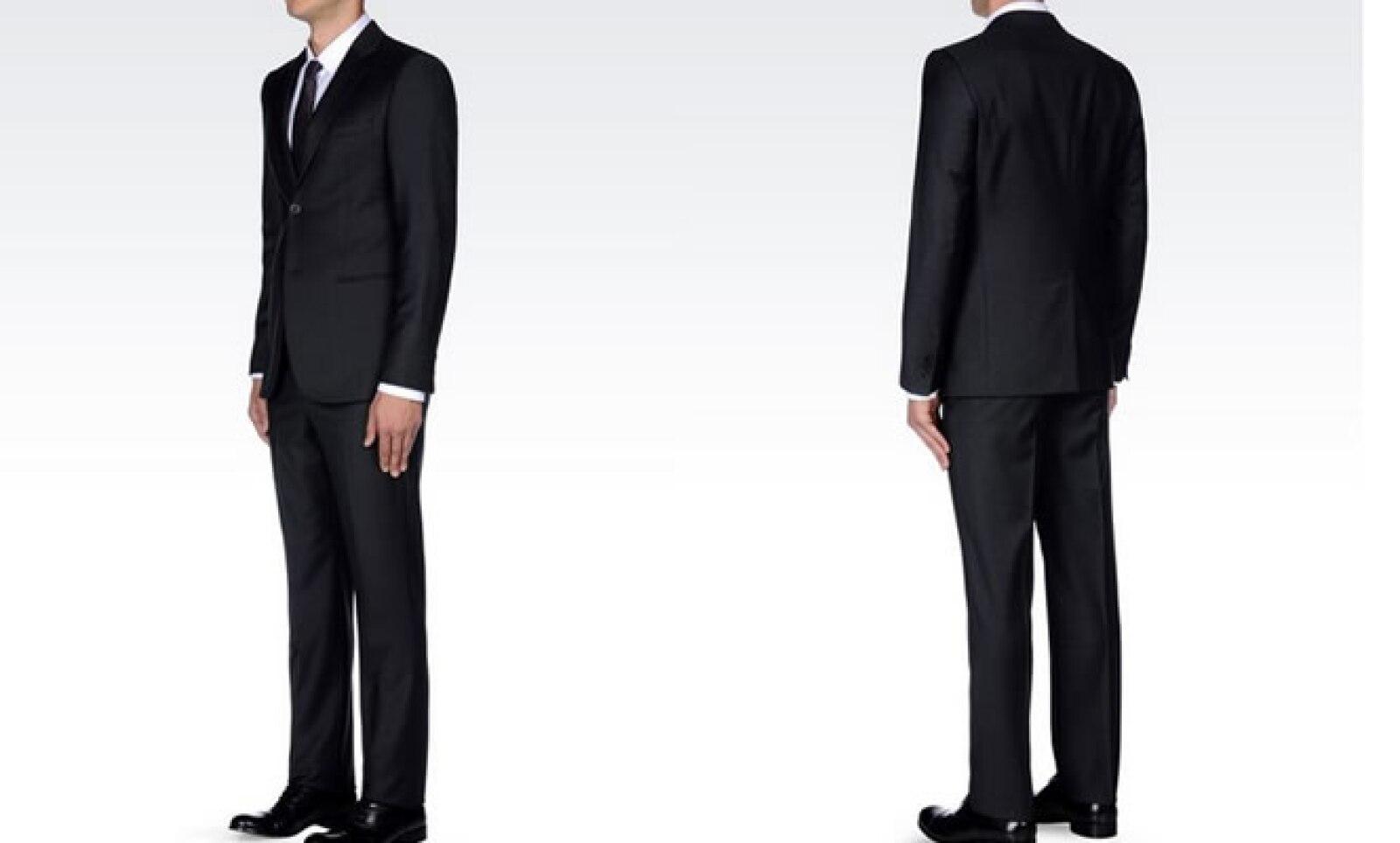 El código de indumentaria sugiere sacos de dos botones y si prefieres puedes elegir un tono gris oscuro.