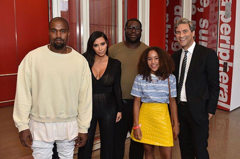Un jumpsuit totalmente see through fue lo que lució la esposa de Kanye West.