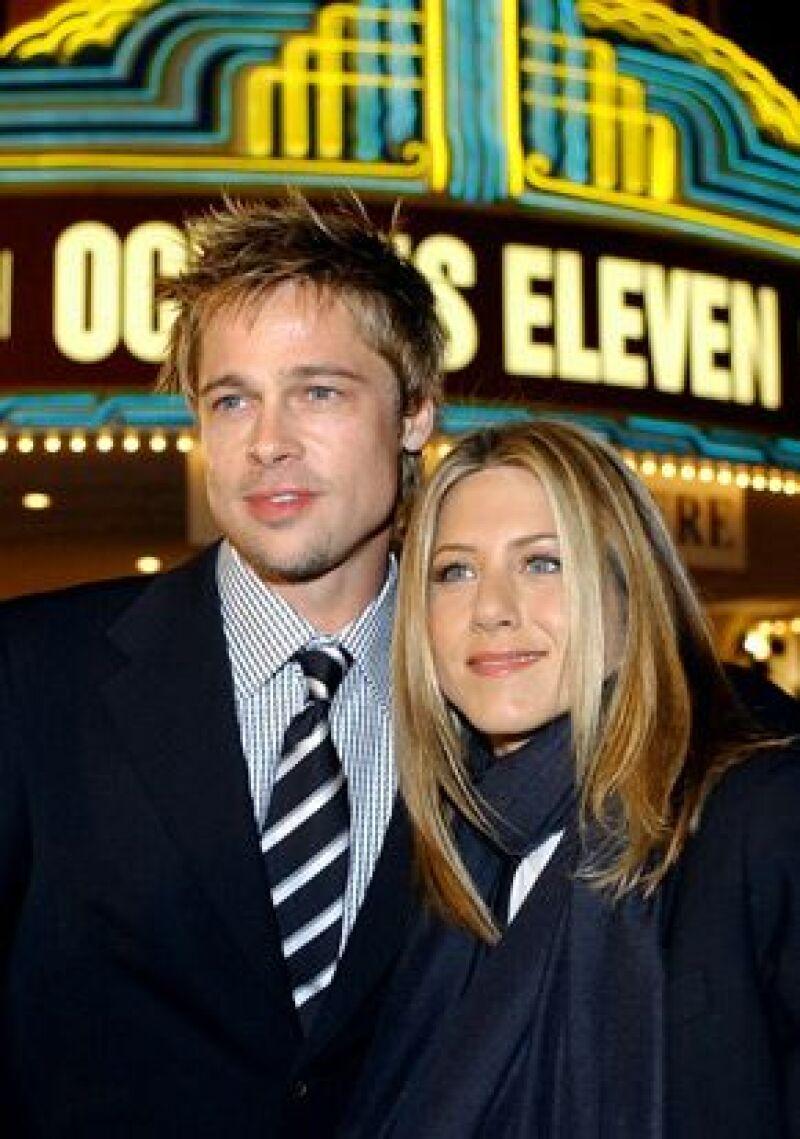 Para mala suerte de Jen en 2004, su esposo, Brad Pitt, comenzó el rodaje de El señor y la señora Smith con Angelina Jolie, ahí comenzaron los problemas del matrimonio.
