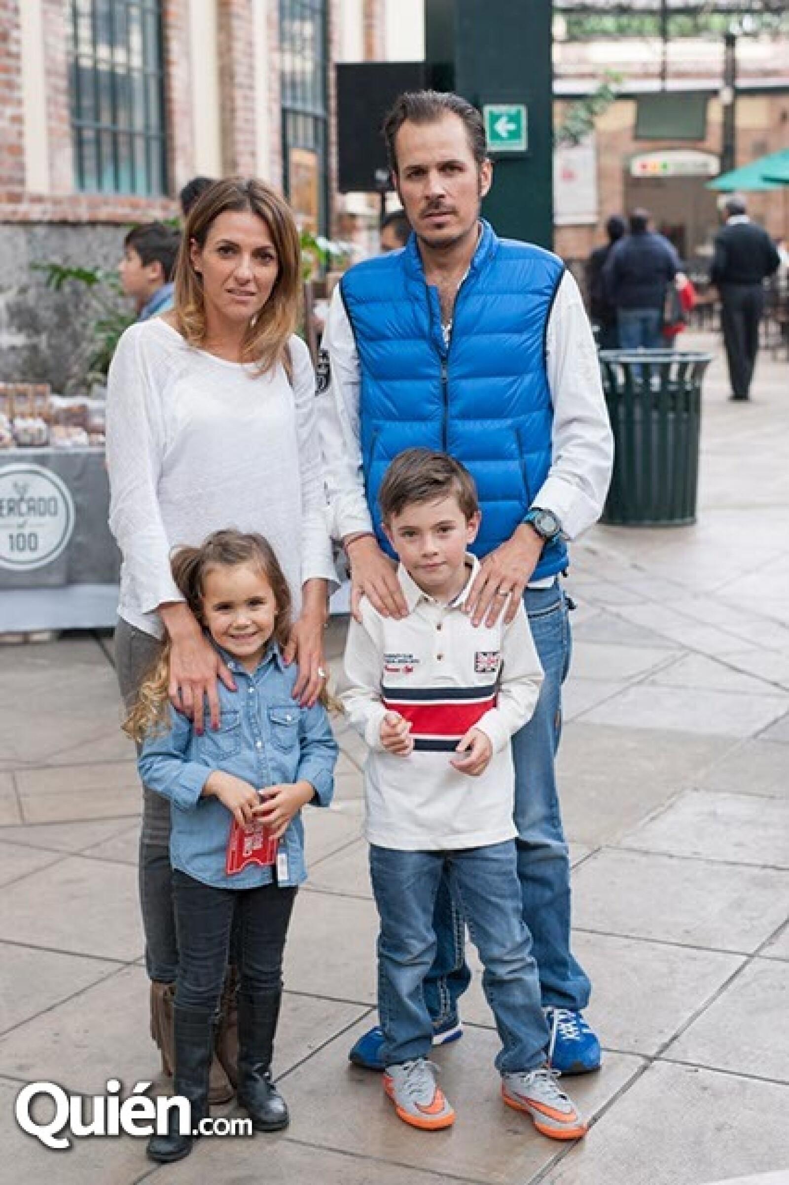 Jessica,Alberto,Camila y Alberto Crespo Jr.