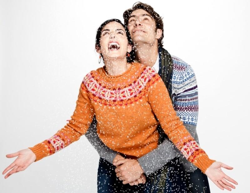 Alex Sirvent y Ximena Herrera se bañan con nieve en la Navidad de Quién.com