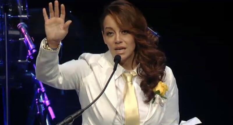 Rosie Rivera durante el homenaje a Jenni Rivera.