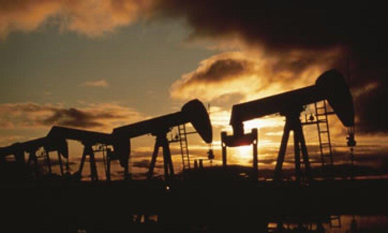 El petróleo para entrega en agosto cerró con un alza de 15 centavos a 79.36 dólares el barril. (Foto: Thinkstock)