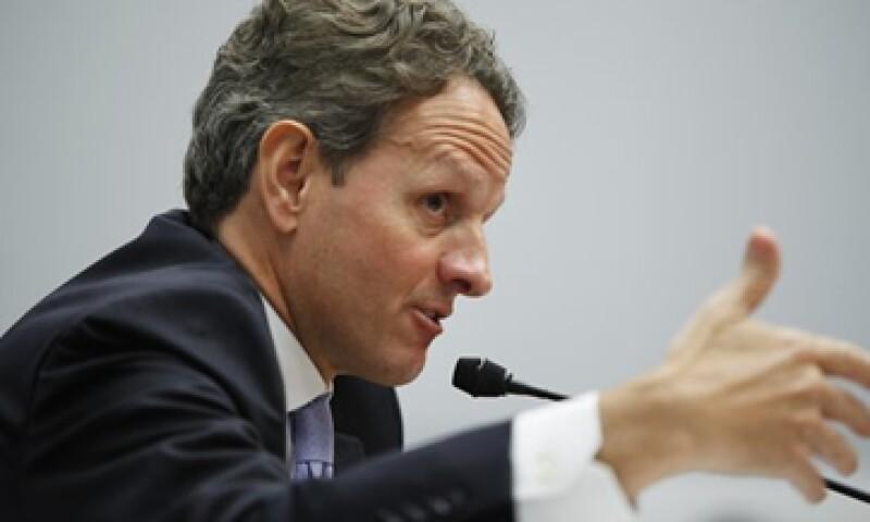 Timothy Geithner, secretario del Tesoro de EU es acusado de no hacer lo suficiente para detener la manipulación de la tasa Libor. (Foto: Reuters)