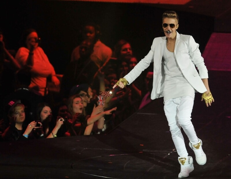 Ayer el cantante ofreció un show en el estadio O2, pero llegó una hora y media tarde, por lo que sus fans se molestaron. Jaden Smith y Kylie Jenner, fueron parte del show.
