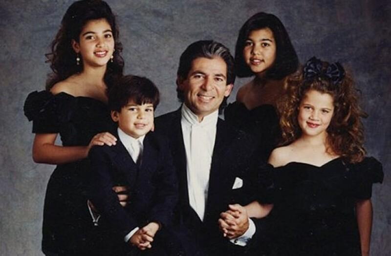 De acuerdo con InTouch, la viuda de Robert Kardashian compartió el diario de su fallecido esposo en el que habría escrito que Kris Jenner golpeó a Kim y abandonaba frecuentemente a su familia.