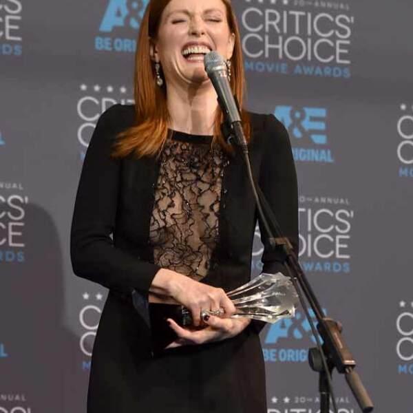Julianne Moore dio un conmovedor discurso sobre los papeles interpretados por sus compañeras actrices, diciendo que se identificaba con el dolor de sus personajes.