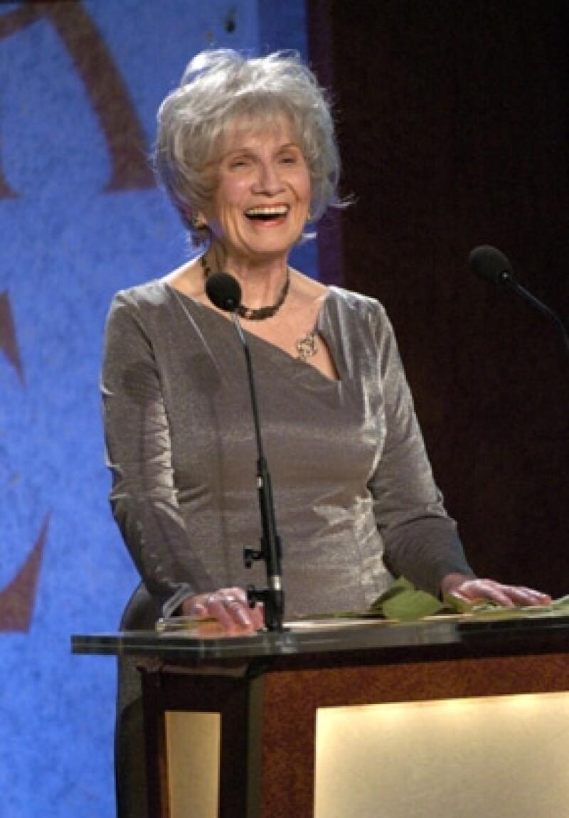 """La Academia Sueca nombró este jueves a la escritora Alice Munro, """"maestra del relato corto""""."""