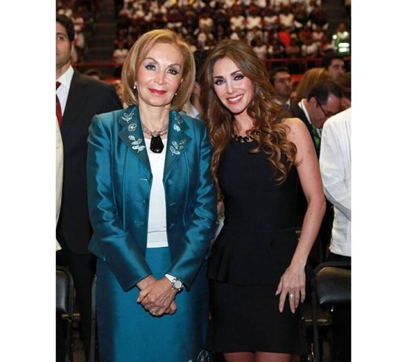Anahí y la madre de Manuel Velasco.