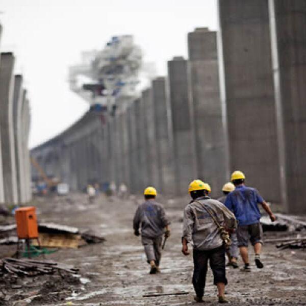 Más de 200,000 columnas de 800 toneladas sostienen el sendero por el cual transita diariamente el vehículo de transporte masivo de alta velocidad.