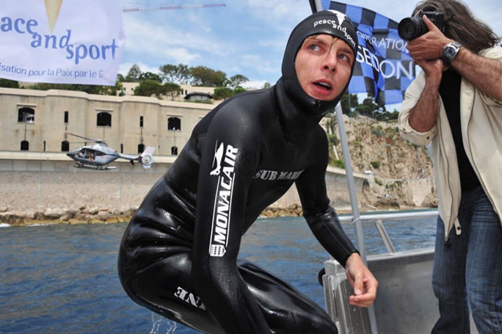 Es un hombre deportista y muy aventurero, tal como lo fue su papá, Stefano Casiraghi. Aquí en la Operation Poseidon de `Peace and Sport´.