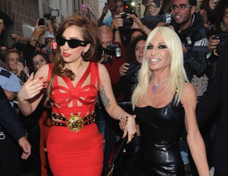 Gaga y Donatella han sido captadas juntas en varias ocasiones durante eventos de moda en Milán.