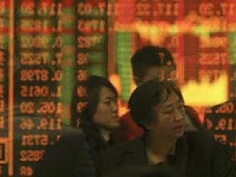 Cerca del 50% de los 2 billones de dólares que tiene China de reservas internacionales corresponde a bonos y otros títulos de deuda de EU.  (Foto: Archivo)