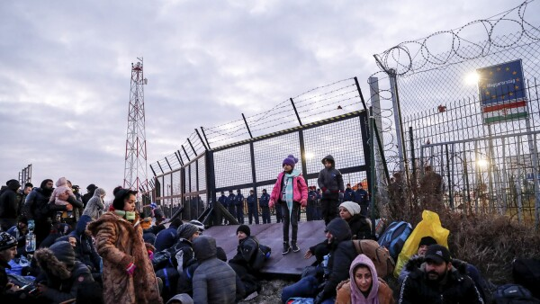 Migrants protest in Serbia's north to demand a passage to the EU