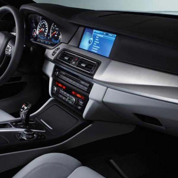 También se pueden utilizar apps de Facebook y Twitter que se equipan como parte del concepto ConnectedDrive de BMW.