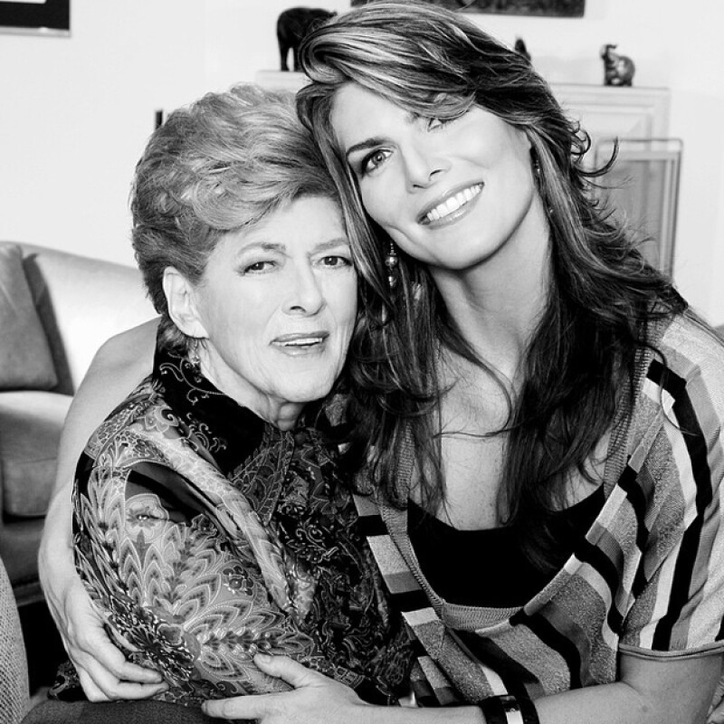 Montserrat Oliver celebró a su mamá en redes sociales con esta linda imagen.