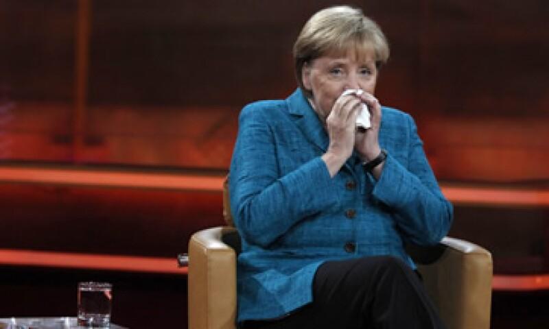 Angela Merkel pidió que se establezcan más medidas que actúen como barrera alrededor de Grecia. (Foto: Reuters)
