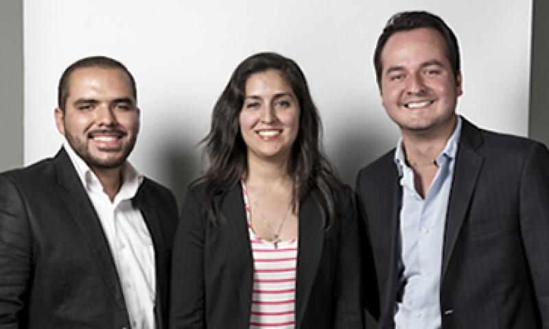 Aldo Agraz (izq.), Nydia Godoy y Ángel Mejía (der.) quieren transformar el sector industrial con su sistema de energía térmica. (Foto: Ana Blumenkron)