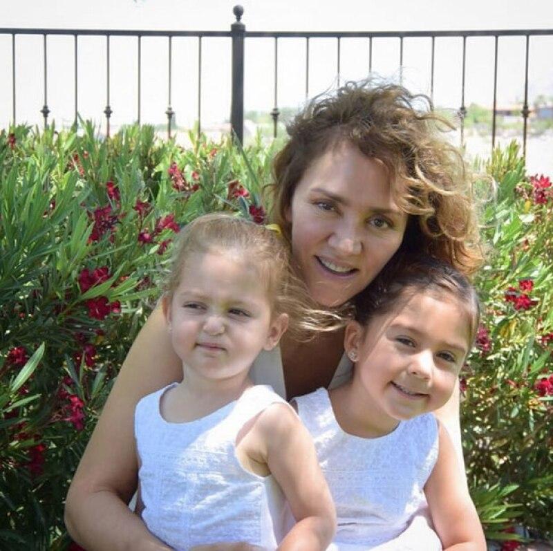 La empresa con dus dos hijas, Valentina y Mariaignacia.