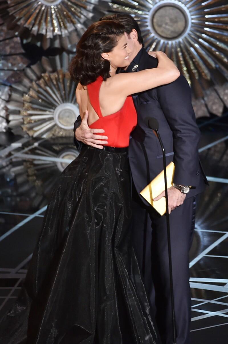 Luego de que Idina le dijera por otro nombre que no era el suyo, tal como él lo hizo el año pasado ambos se dieron un cariñoso abrazo.