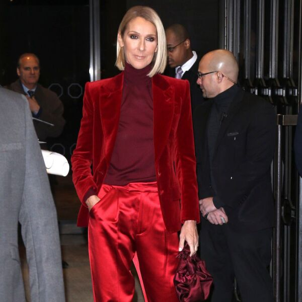 Celine Dion en un look sartorial en color rojo de Tom Ford