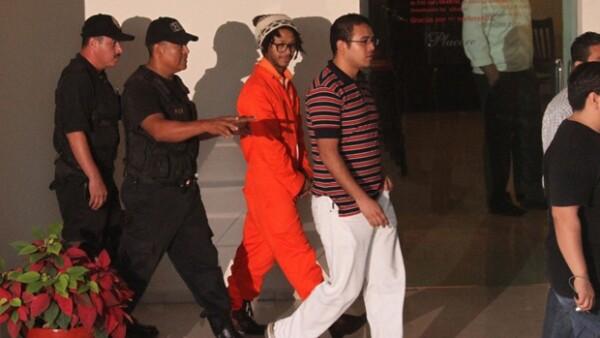 A un día de que se dé a conocer el veredicto sobre el cantante, las autoridades hicieron una reconstrucción de los hechos en el hotel donde el acusado estuvo con las menores de edad.