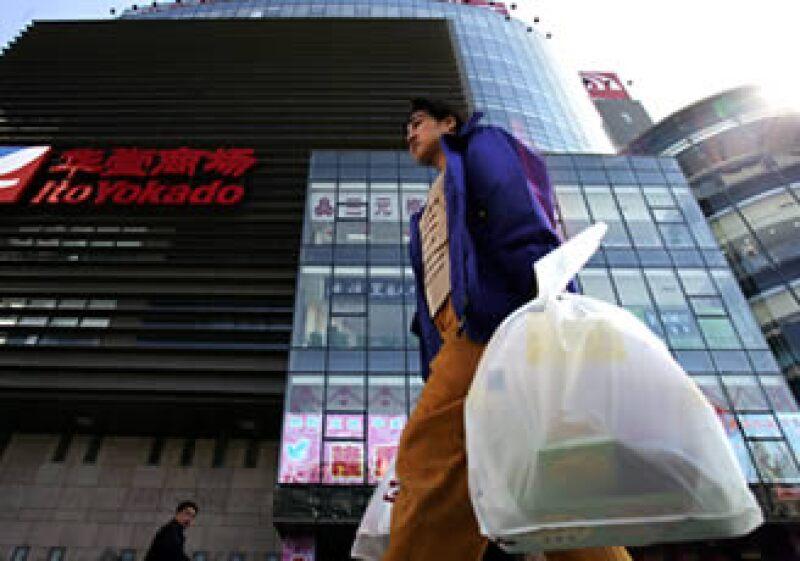 Los chinos deberán consumir más de lo que producen, para ayudar a equilibrar la economía. (Foto: AP)