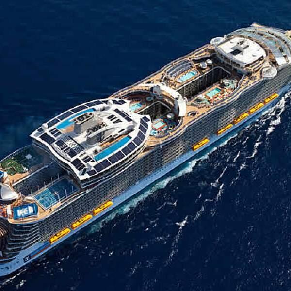 El Oasisi of the Seas mide 360 metros de largo, tiene 16 cubiertas, capacidad para 6,200 pasajeros y 2,000 miembros de tripulación junto a unos 2,700 camarotes para albergarlos.