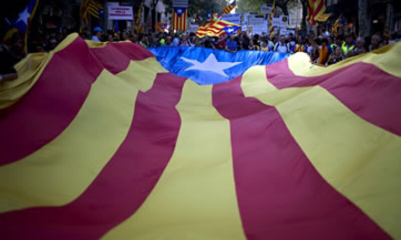 La marcha, coloreada por el rojo y amarillo de la bandera catalana, recorrió Barcelona bajo el lema Cataluña: Nuevo Estado de Europa. (Foto: AP)