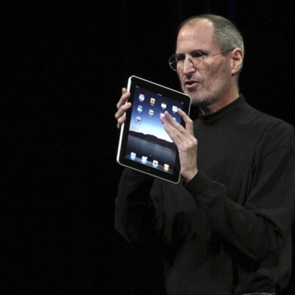 La firma tecnológica, Apple, lanzó este miércoles su dispositivo iPad. Mezcla las funciones de una Macbook con la movilidad de un iPhone, aseguró el CEO de Apple, Steve Jobs.