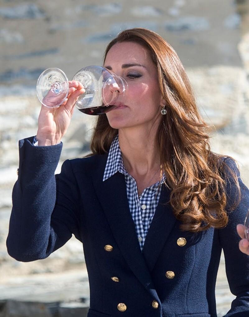 Kate tomó alcohol dejando en claro que no está embarazada.