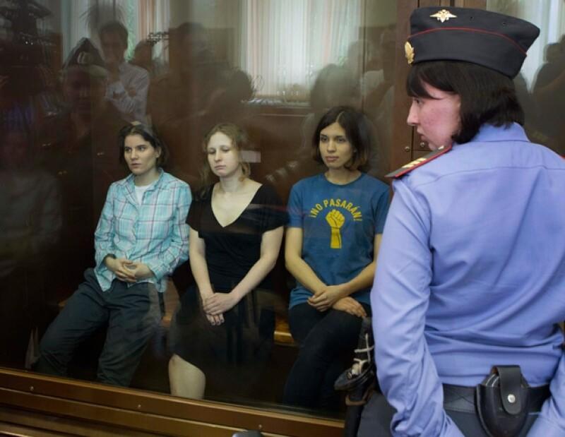 Nadezhda Tolokonnikova, Maria Alekhina y Yekaterina Samutsevich en el juicio.
